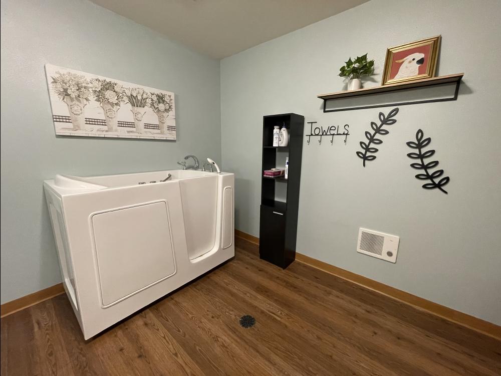 white spa tub