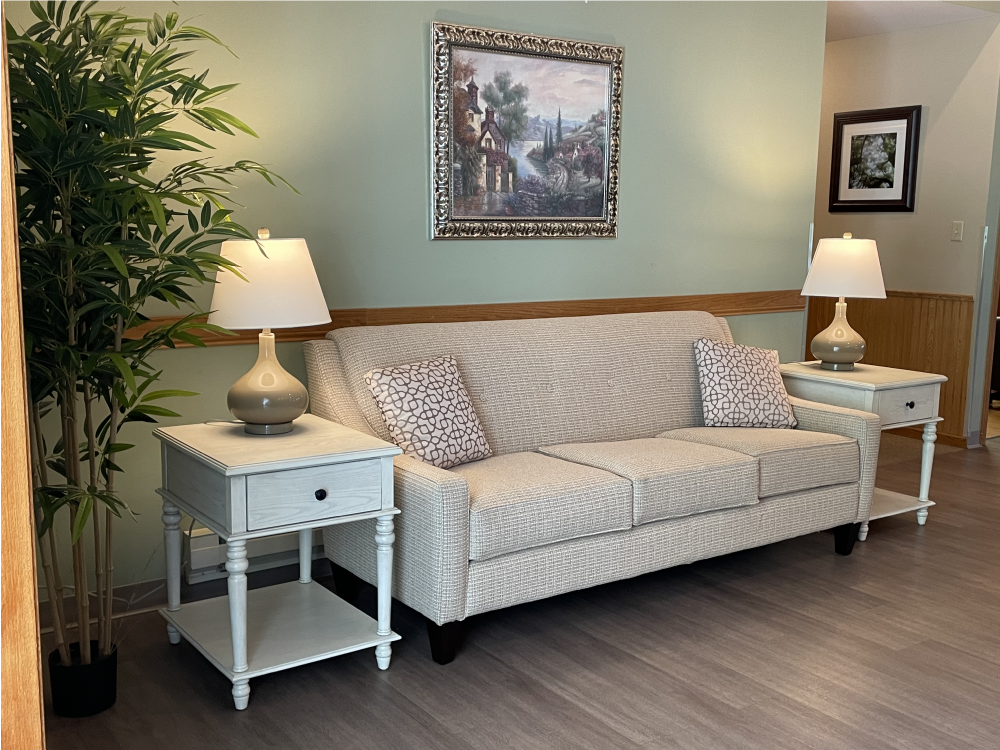 Couch with 2 lamps on each side